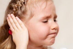 Золотуха у детей за ушами